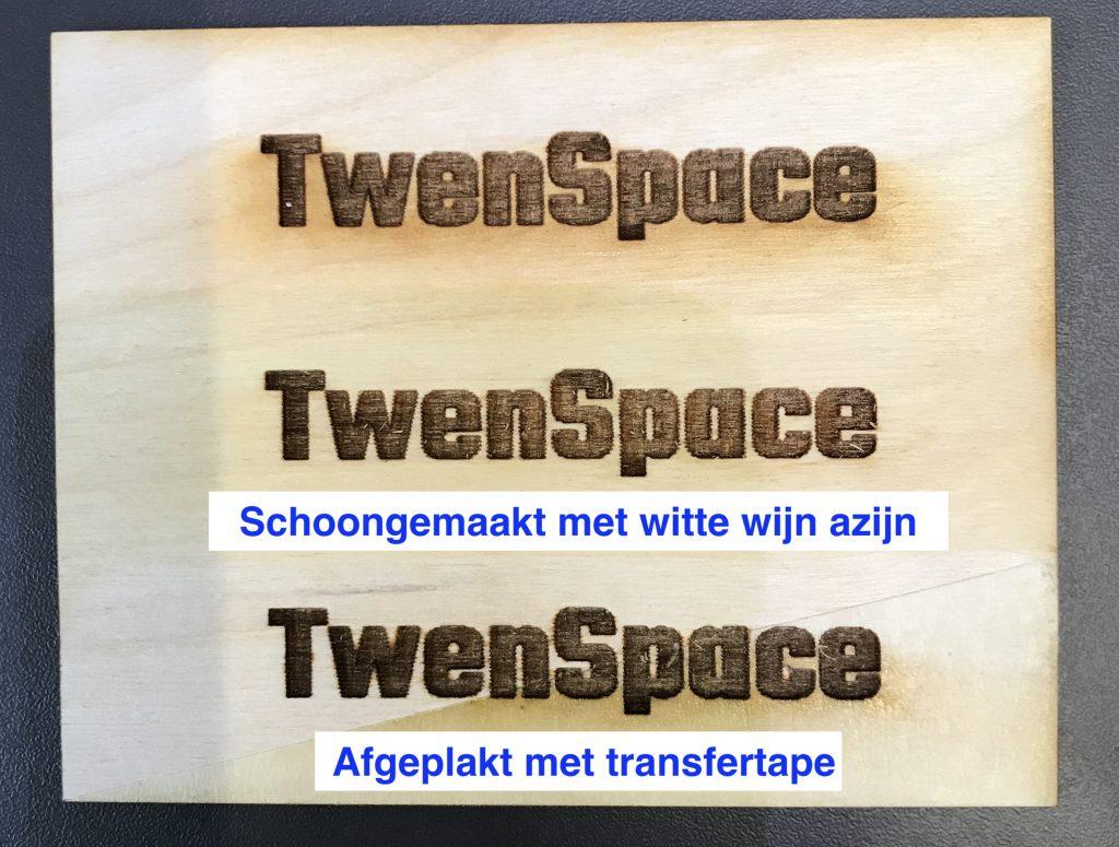 Voorbeelden graveren op hout met lasercutter, 2e regel schoongemaakt met witte wijn azijn, 3e regel afgeplakt met transfer folie.